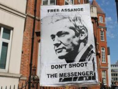 Assange İngiltere'yi Dava Edecek